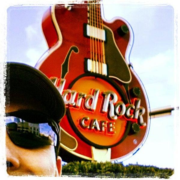 Photo taken at Hard Rock Cafe Nashville by Fabrício R. on 3/7/2013