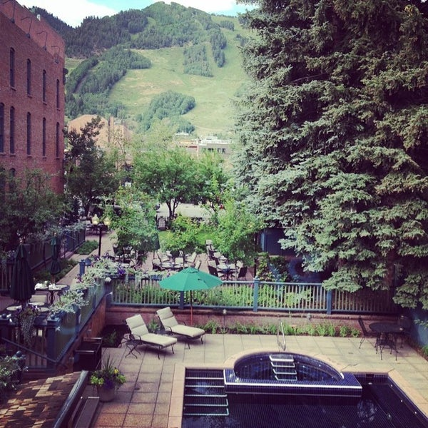 Photo taken at Hotel Jerome by Aparna M. on 7/26/2014