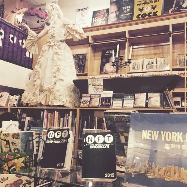 Foto tomada en Drama Book Shop por Aparna M. el 3/26/2015