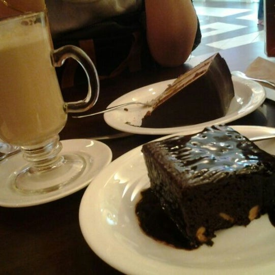 Photo taken at Secret Recipe by Zuraidah Z. on 11/16/2012