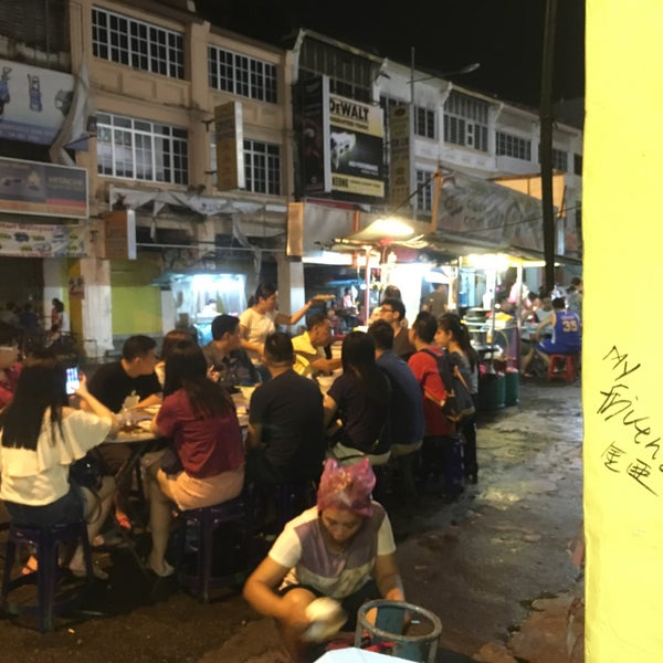 Photo taken at Chulia St. Night Hawker Stalls by Angelina H. on 8/12/2017