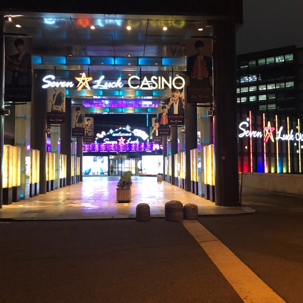 Photo taken at Seven Luck Casino by Masafumi Y. on 11/17/2017