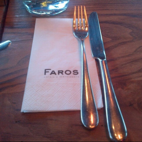 11/19/2012 tarihinde Bono B.ziyaretçi tarafından Faros Restaurant'de çekilen fotoğraf