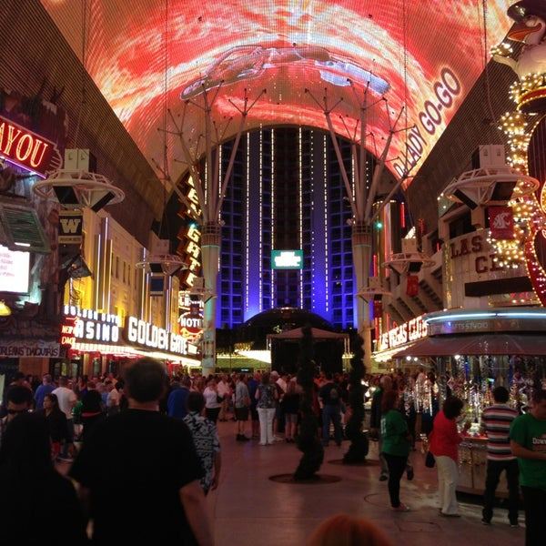 Photo taken at Fremont Street Experience by 🎌 on 3/29/2013