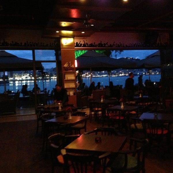 12/29/2012 tarihinde UMUTziyaretçi tarafından Cafe Marin'de çekilen fotoğraf