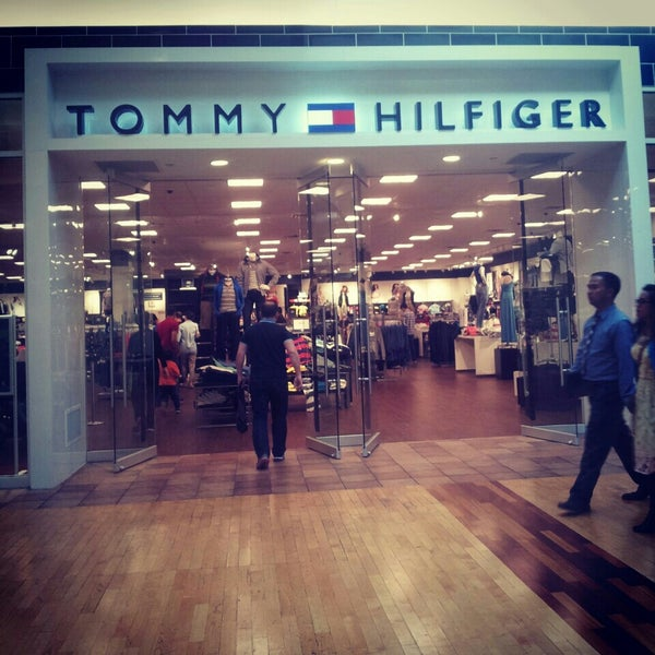 tommy hilfiger company store clothing store in midtown. Black Bedroom Furniture Sets. Home Design Ideas