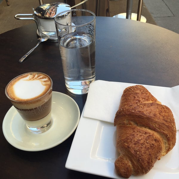 Das Foto wurde bei Café Daniel Moser von Deniz E. am 9/14/2016 aufgenommen