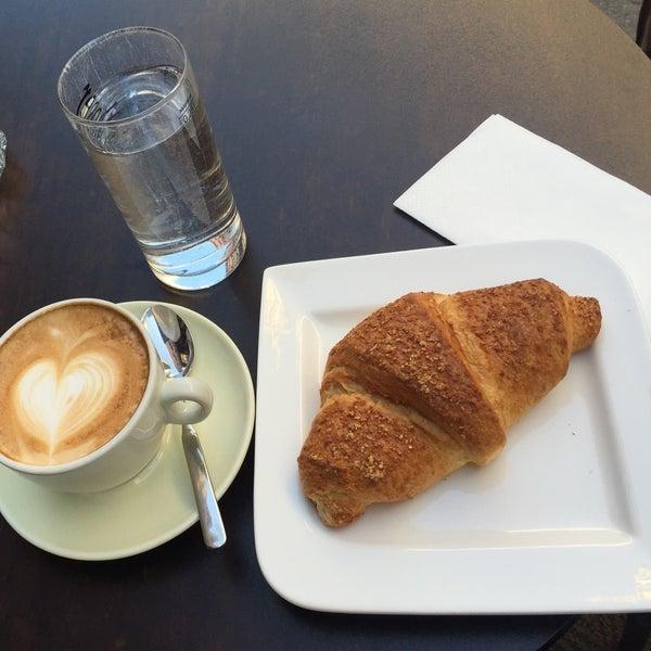 Das Foto wurde bei Café Daniel Moser von Deniz E. am 9/13/2016 aufgenommen