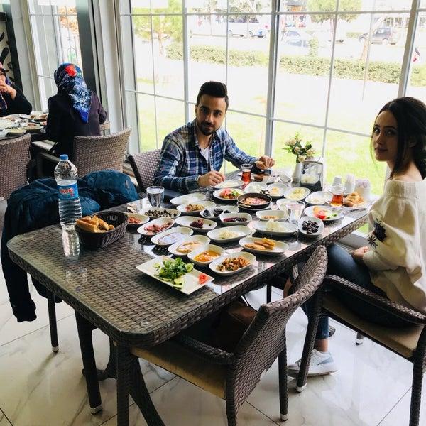 3/7/2018 tarihinde Erhanziyaretçi tarafından Kasr-ı Van Kahvaltı ve Kahve Evi'de çekilen fotoğraf