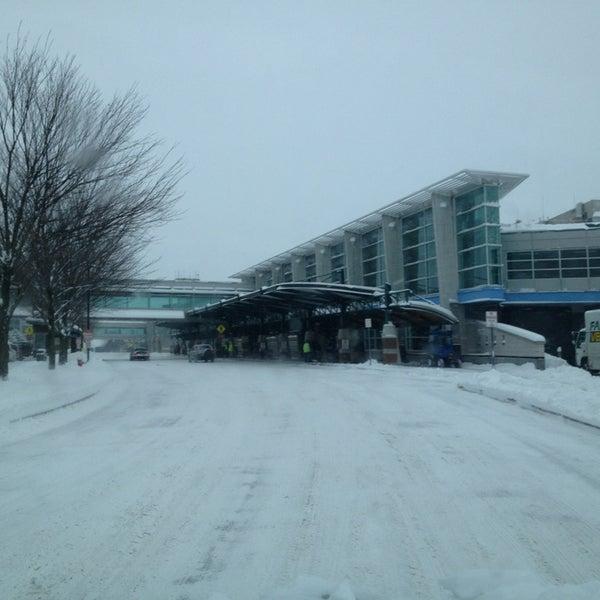 Foto tomada en Burlington International Airport (BTV) por Jared B. el 12/27/2012
