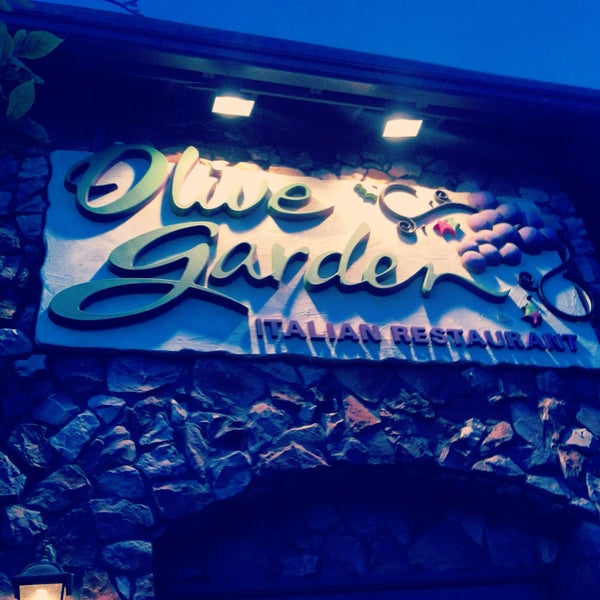 Photo Taken At Olive Garden By Dan L. On 5/12/2013