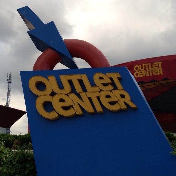 8/30/2013 tarihinde CanSAKAziyaretçi tarafından Outlet Center'de çekilen fotoğraf