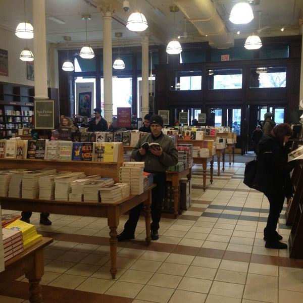 Foto tomada en Barnes & Noble por Diego S. el 2/5/2013