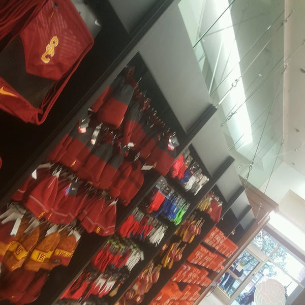 Photo taken at USC Bookstore (BKS) by Fahad R. on 1/10/2017
