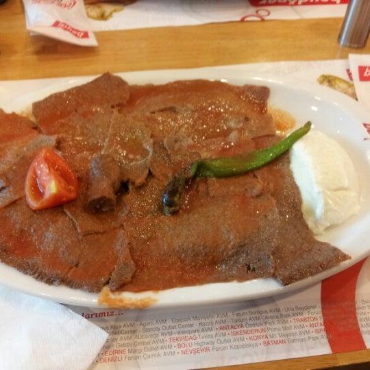9/16/2012 tarihinde Gizem D.ziyaretçi tarafından Baydöner'de çekilen fotoğraf