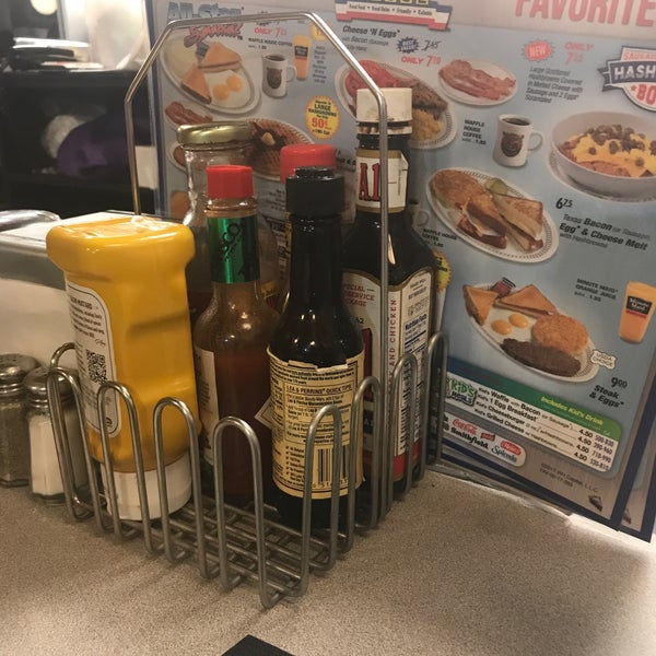 Photo taken at Waffle House by SHAR H. on 10/14/2017