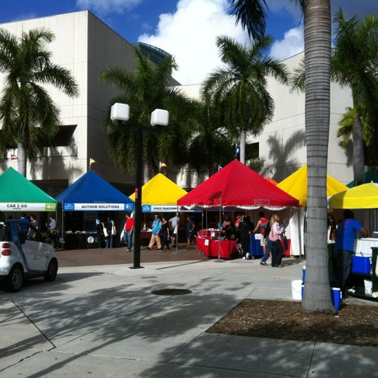 Photo taken at Miami Dade College Wolfson Campus by Hablemonos C. on 11/17/2012