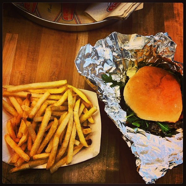 Photo taken at Schnipper's Quality Kitchen by Rafael on 1/21/2013