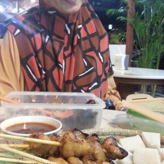 Foto tomada en Satay Station Original satay Recipe por Rasli el 8/5/2013