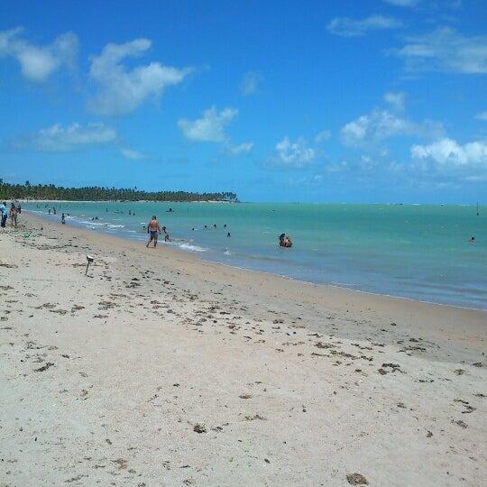 Foto tirada no(a) Praia de Paripueira por Leticia F. em 1/6/2013