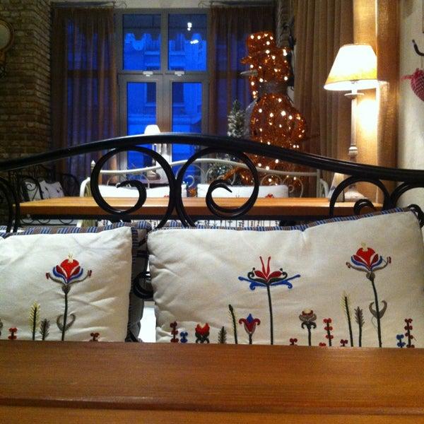 Снимок сделан в Cafeletto пользователем Julia C. 12/21/2012