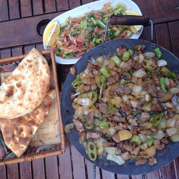 10/13/2014 tarihinde Murat Ç.ziyaretçi tarafından Koçlar Restaurant ve Dinlenme Tesisi'de çekilen fotoğraf