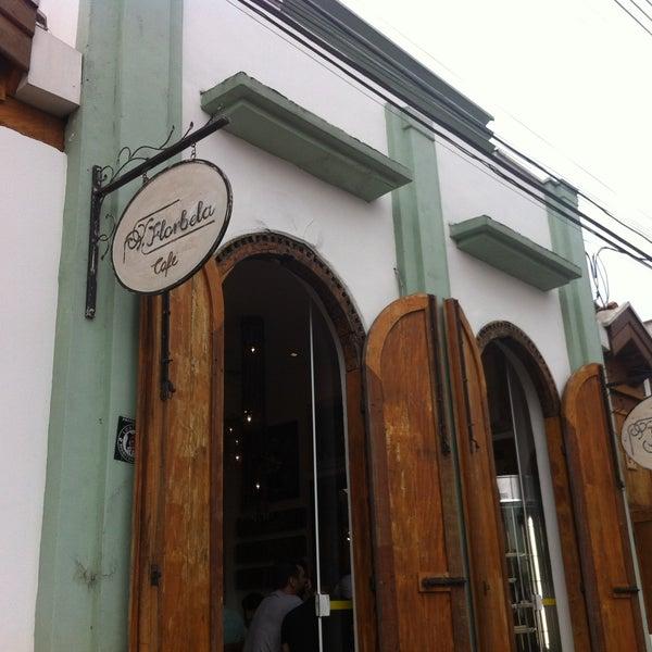 Foto tirada no(a) Florbela Café por Ricardo C. em 5/5/2013