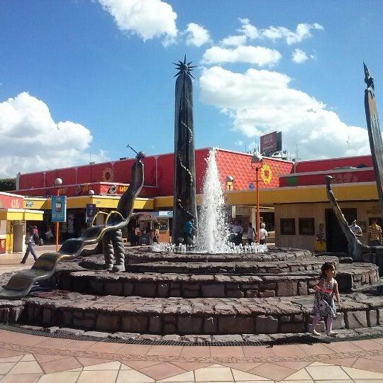 Foto tomada en Plaza del Sol por Charlie M. el 9/17/2012