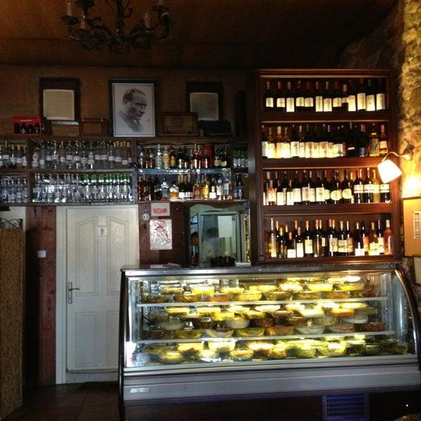 6/18/2013 tarihinde Bulent K.ziyaretçi tarafından Yengeç Restaurant'de çekilen fotoğraf