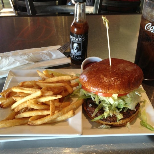 Photo taken at Rehab Burger Therapy by Myron B. on 11/29/2012