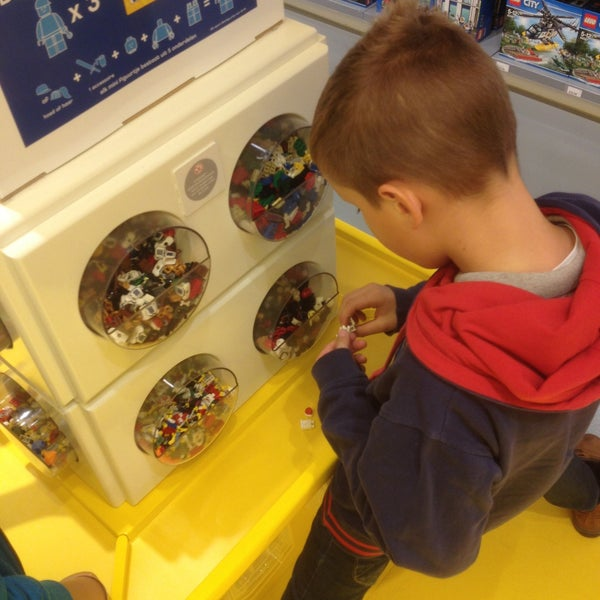 Photo taken at LEGO Store by Didier V. on 10/10/2015