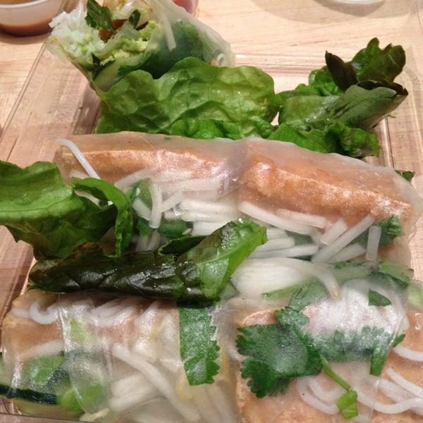 Photo taken at Freshroll Vietnamese Rolls & Bowls by Lotusstone on 3/1/2013