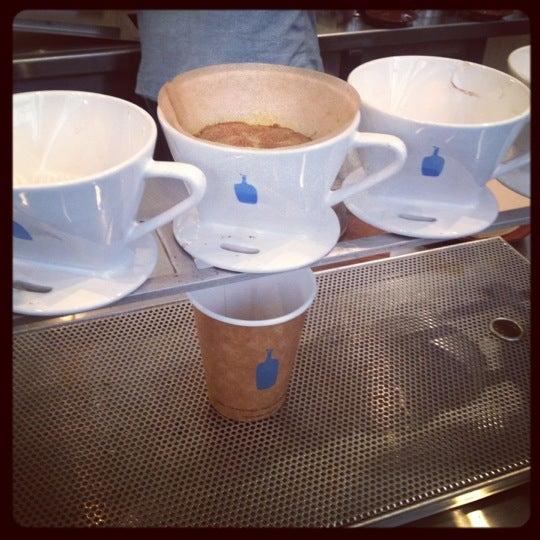 Снимок сделан в Blue Bottle Coffee пользователем Francesca T. 11/30/2012