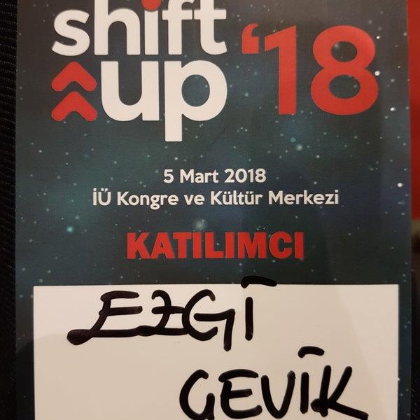 รูปภาพถ่ายที่ İstanbul Üniversitesi Kongre Kültür Merkezi โดย Ezgi Ç. เมื่อ 3/5/2018