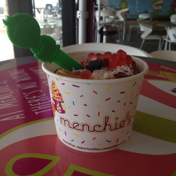 Photo taken at Menchies by *Ch€|0•🦋 on 8/4/2014
