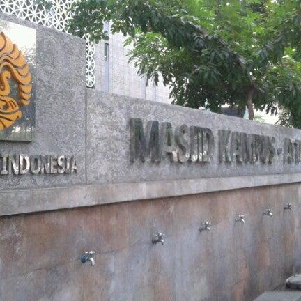 Photo taken at Fakultas Kedokteran Universitas Indonesia by Fikri S. on 9/14/2012