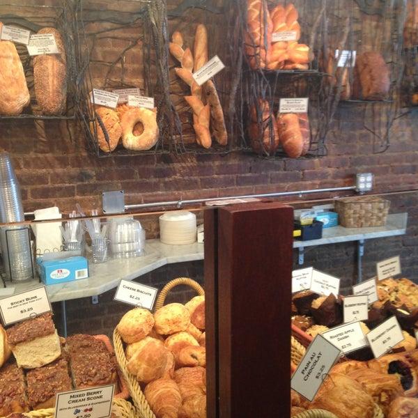 Foto tomada en Amy's Bread por Caitlin el 4/5/2013