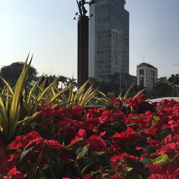 One of must visit Jakarta landmark. Visit during car free day: every sunday 6 to 11 AM