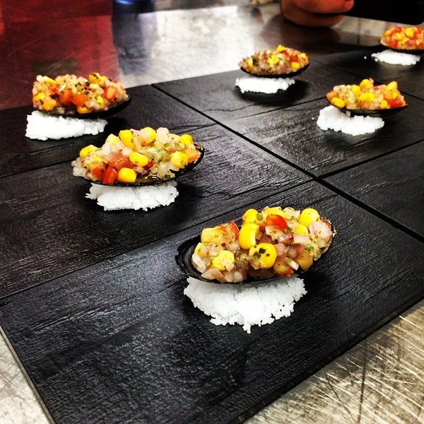 Foto tomada en Limón: Catering, Eventos y Escuela Culinaria por Raymond R. el 2/15/2014
