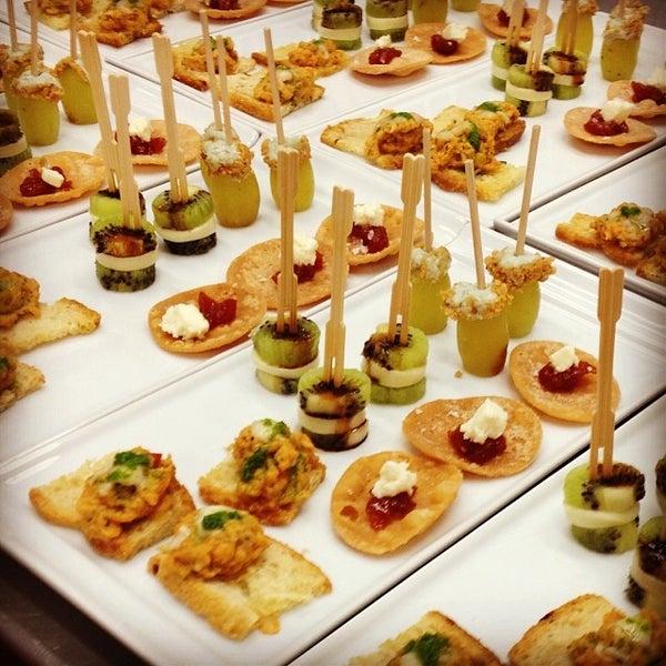 Foto tomada en Limón: Catering, Eventos y Escuela Culinaria por Raymond R. el 12/7/2013