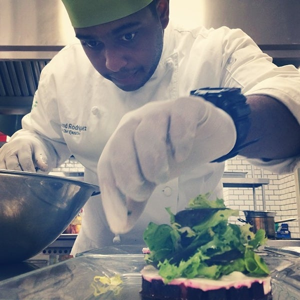 Foto tomada en Limón: Catering, Eventos y Escuela Culinaria por Raymond R. el 2/8/2014