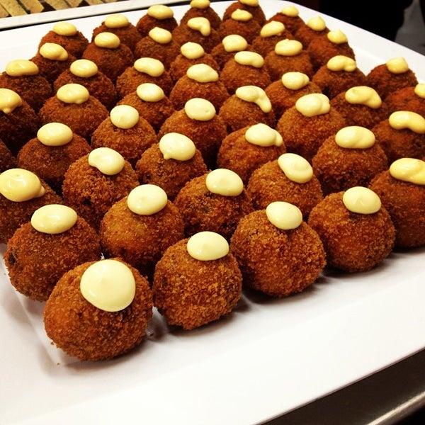 Foto tomada en Limón: Catering, Eventos y Escuela Culinaria por Raymond R. el 11/6/2013