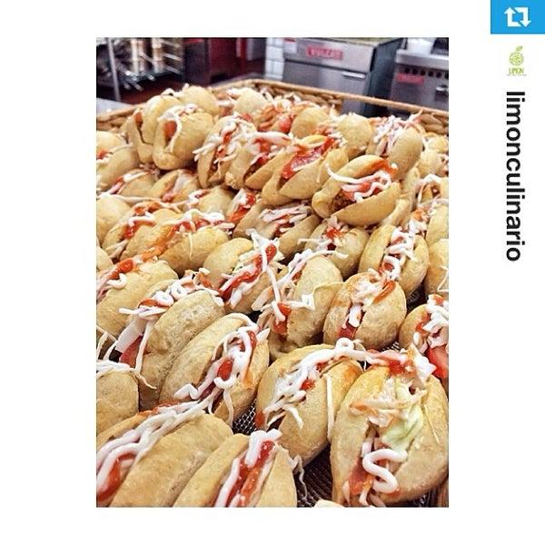 Foto tomada en Limón: Catering, Eventos y Escuela Culinaria por Raymond R. el 3/8/2014