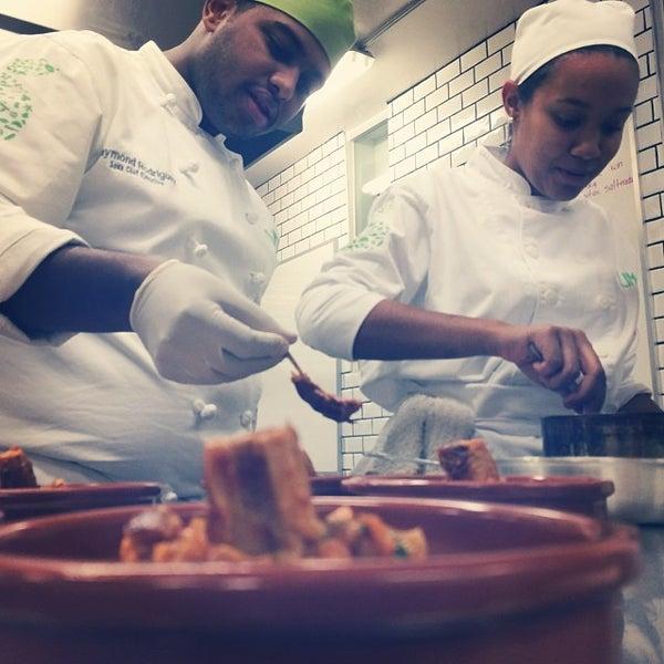 Foto tomada en Limón: Catering, Eventos y Escuela Culinaria por Raymond R. el 2/3/2014