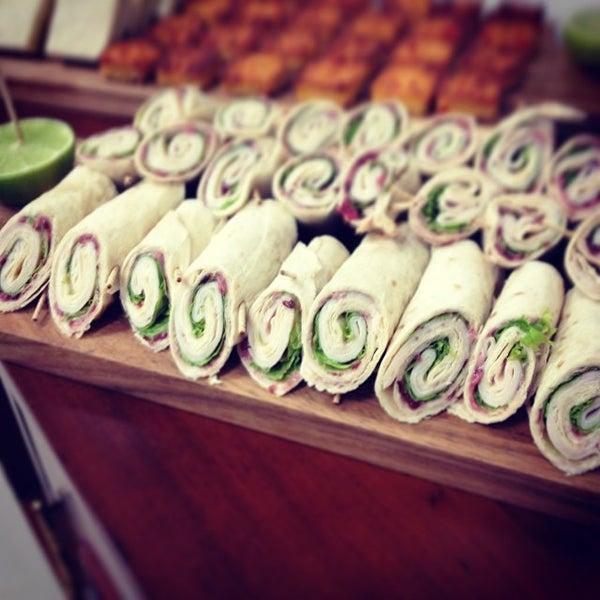 Foto tomada en Limón: Catering, Eventos y Escuela Culinaria por Raymond R. el 11/27/2013