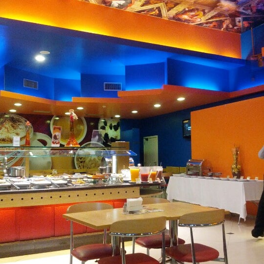Photo taken at Confeitaria Romana by Marília M. on 10/25/2012