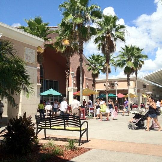 Photo taken at Orlando Vineland Premium Outlets by Valerio on 9/17/2012