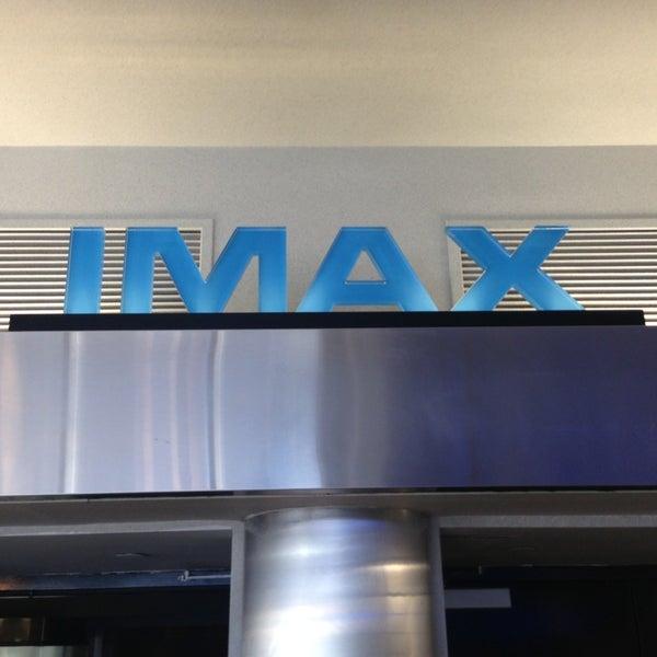 Снимок сделан в AMC Loews Lincoln Square 13 пользователем Javier G 12/23/2012