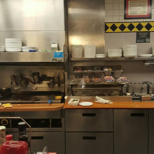 Photo taken at Waffle House by William M. on 12/17/2015