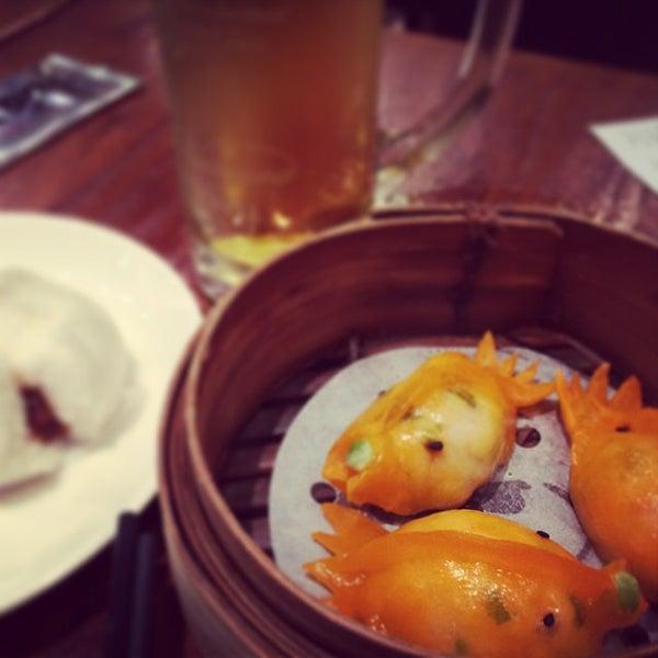 Photo taken at Luk Yu Tea House 陸羽茶樓 by Kobus E. on 10/27/2013